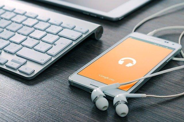 Cresce la spesa in contenuti digitali in Italia: nel 2021 Musica, Podcast e Audiolibri raggiungono i 240 milioni di €; News online a quota 73 milioni