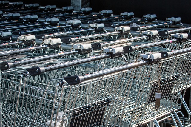 Confesercenti: l'incertezza frena la ripartenza dei consumi, gli italiani rinviano 59 miliardi di spesa