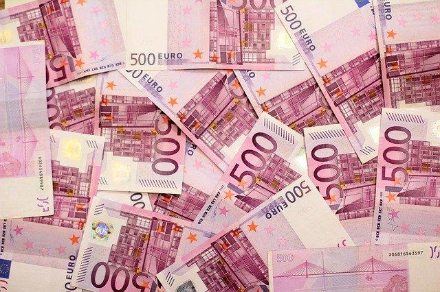Credito e liquidità per famiglie e imprese: ancora attive moratorie su prestiti del valore di circa 68 miliardi, oltre 202 miliardi il valore delle richieste al Fondo di Garanzia PMI; raggiungono i 28,8 miliardi di euro i volumi complessivi dei prestiti garantiti da SACE